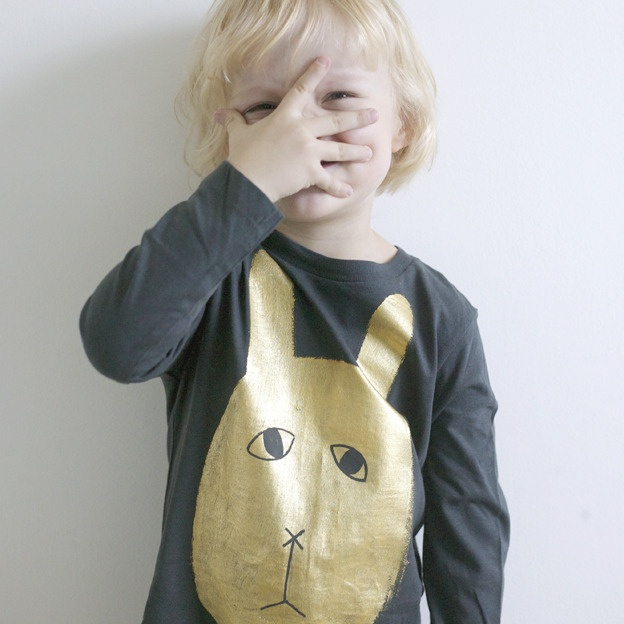 golden rabbitGolden Painting, Kids Fashion, Golden Rabbit, Bunnies Face, Gold Stencils, Gold Appliques, Gouden Appliques, Baby Clothing, Kids Clothing