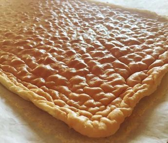Una versión de la clásica masa básica para hacer pionono este vez lo preparamos sin gluten apto para las personas que no pueden comer esta proteína que contienen algunos ingredientes en este caso las harinas de repostería y panadería.