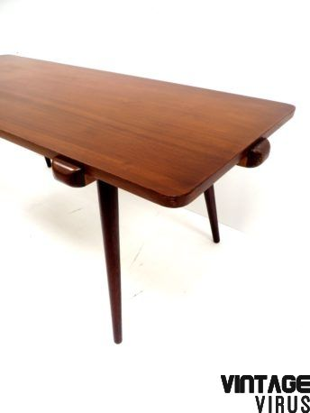 € 225,00 Vintage salontafel / tafel van teakhout met omkeerbaar blad uit de jaren '60.  Afmetingen: Lengte: 118,5 cm Breedte: 49 cm Hoogte: 47 cm