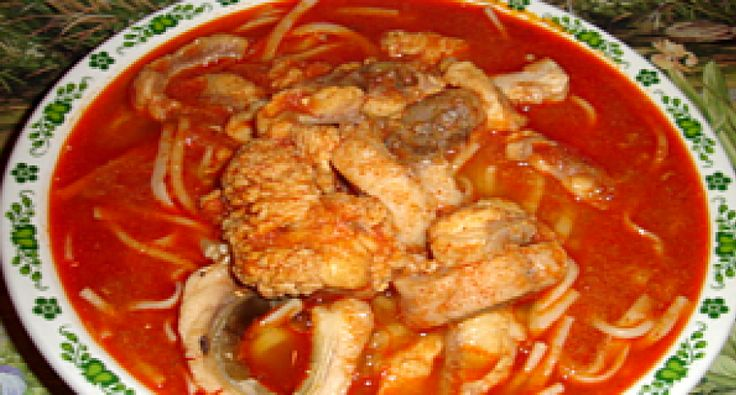 Przepis na zupę rybną II.: Przepis przedstawia przyrządzenie tradycyjnej zupy rybnej. Najpierw chciałbym jednak pokazać, jak przygotować karpia do kuchennej obróbki. Wiele gospodyniom domowym przygotowanie żywej ryby przysparza trudności, często właśnie z tej przyczyny nie robią w domu zupy rybnej.