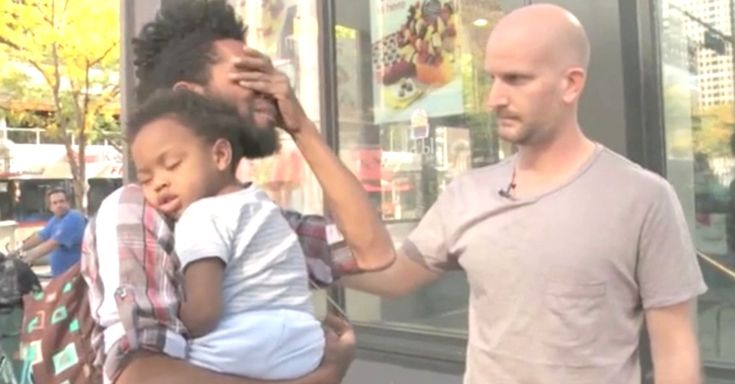 Single Father Breaks Down When A Stranger Offers Some Needed Help via LittleThings.com