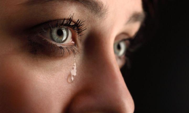 Une rupture amoureuse est probablement l'une des choses les plus douloureuses à vivre. Que cela soit après un an, 5 ans, 10 ans ou 15 ans de vie de couple, on est jamais à l'abri d'un chagrin d'amour et de l'effondrement, oublier son ex copain ou son ex copine n'est pas une chose facile. Les sentiments ne se contrôlent pas et il est parfois très dur de guérir d'une blessure de cœur même après plusieurs années de séparation. On a beau y faire, les souvenirs se rappellent à nous sans ...