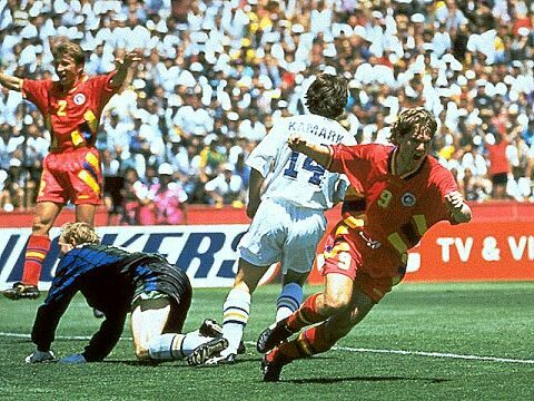 Sweden 2 Romania 2 (5-4 pens) in San Francisco. A equaliser on 88 minutes by Florin Raducioiu makes it 1-1 in the World Cup Quarter Final.