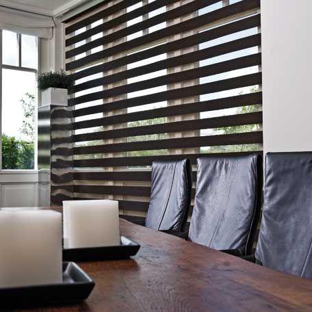 Cortinas enrollables verticalmente, de fácil accionamiento y perfectas terminaciones. Una solución práctica y con estilo para cualquier ambiente.