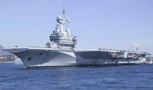 La Francia schiera portaerei nel Golfo Persico contro l'Isis