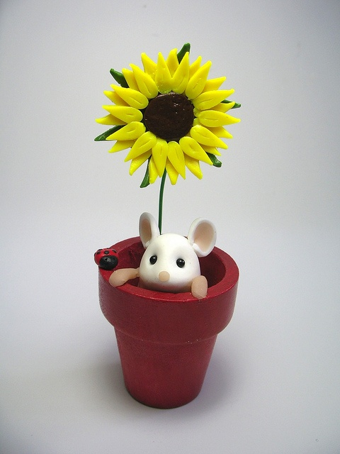 Flowerpot Mouse - would be cute as a cake decoration made of fondant/gumpaste