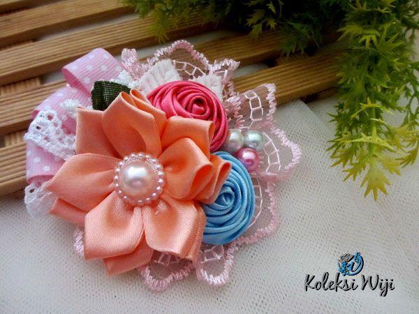 http://koleksiwiji.com/aksesoris/bros/azizah-bros-bunga-pita.html Azizah bros pita bunga terbuat dari bahan baku renda dan pita satin sebagai bunganya, dipermanis dengan beberapa aplikasi yang lainnya. Bagi anda yang tidak menyukai bros bunga renda yang tidak terlalu besar ini,cocok dikenakan setiap hari. Azizah hadir dengan 12 warna yang berbeda, sehingga... bros bunga, bros cantik, bros hijab, bros kain, bros korsase, koleksiwiji, pins bros - Bros - #BrosBunga, #BrosCan