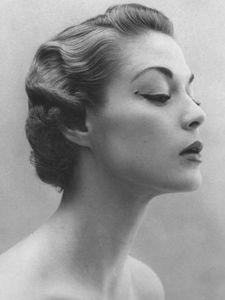 1920s hair- finger curls