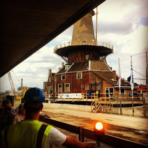 Zojuist is het signaal gegeven dat #MolenDeRoos is uitgestegen! Na 6 uur is de molen nu 1 meter 'hoger'! #molenstijgtop