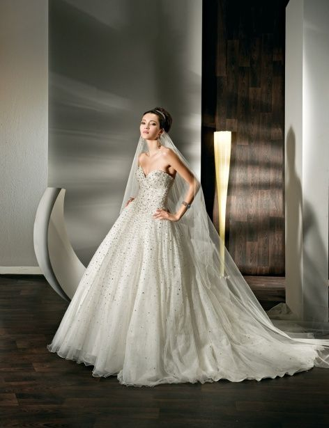 Fashionable ball gown natural waist organza wedding dress