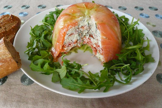 Recette de charlotte concombre chèvre saumon : charlotte au concombre avec du chèvre et du saumon pour une entrée facile, originale et rafraichissante