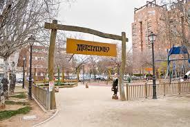 Parque Mortadelo y Filemón Valencia. El Parque Mortadelo y Filemón es uno de los parques más atractivos para los niños en Valencia, está ubicado en la Avenida Hermanos Maristas. Este es uno de los 3 parques temáticos que podemos encontrar en Valencia.