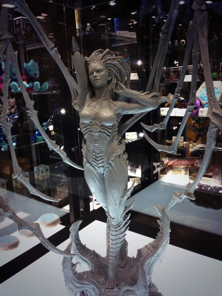 Primered Kerrigan statue by @collectsideshow looks AMAZING. Come to booth #115 to see! @StarCraft #SDCC