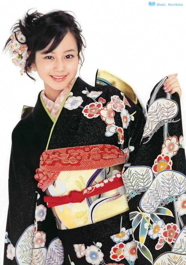Japanese actress Maki Horikita wearing a contemporary furisode. Image via g2slp of Flicker