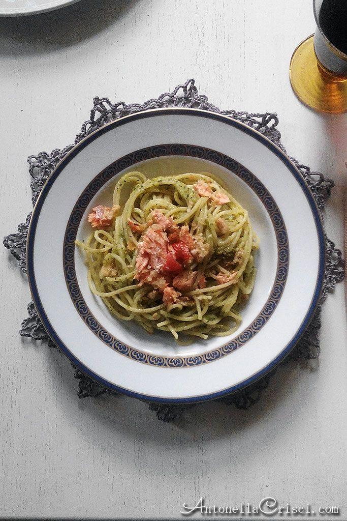 Spaghetti con pesto e salmone – Spaghetti with pesto and salmon. MEMORIES AND RECIPES OF AN ITALIAN WOMAN IN SWEDEN