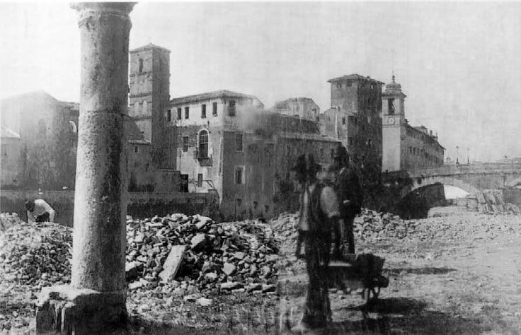 roma Demolizioni per la costruzione dei muraglioni del Tevere: una colonna è quello che resta di un edificio medievale  dell'isola tiberina-