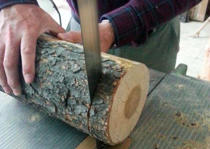 Il coupe une bûche de bois en tranches, et regardez ce qu'il en fait !