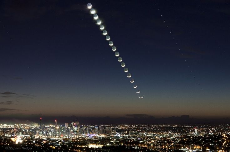 Moon and Mercury race across the sky over Australia.Solar System, Ears Mornings, Early Mornings, Moon, Queensland Australia, Cities Lights, Mercury, The Moon, Moon Pictures