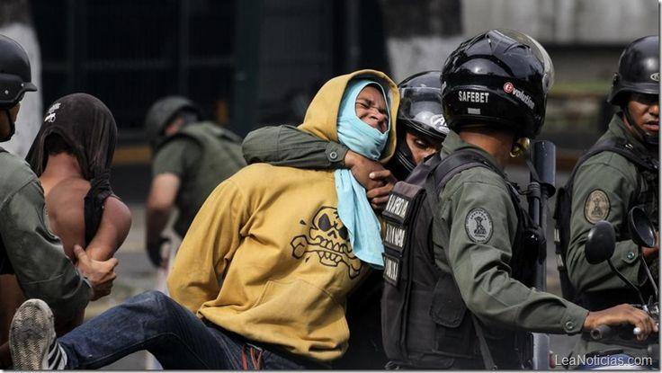 En Venezuela 40 personas al día son detenidas por protestar - http://www.leanoticias.com/2017/07/28/en-venezuela-40-personas-al-dia-son-detenidas-por-protestar/