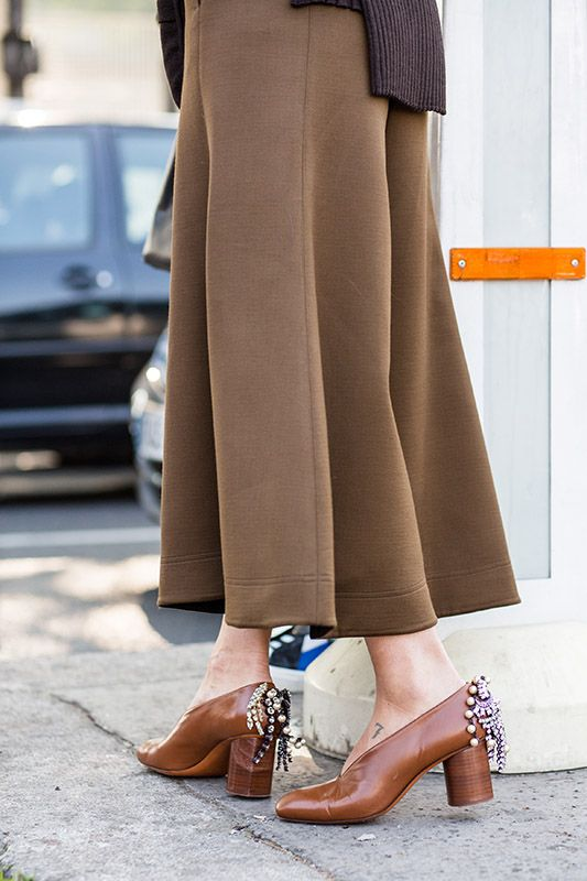 SS16 streetstyle deails long skirt  brown high heels  decorative brooch small tattoo on foot