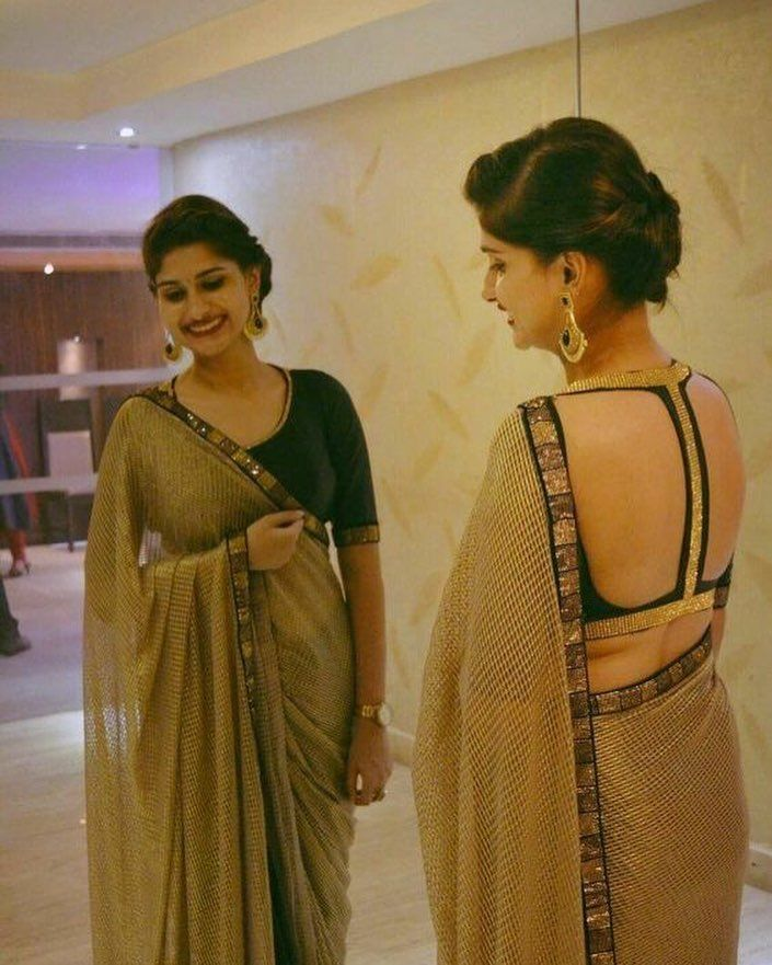 www.Sareeseduction.com #saree #sari #backless #blouse #back #hot #indian #women #girl #lady #sareeseduction #sareeblouse #desi #swag #dress #outfit #clothes #tagsforlikes #followme #hello #backlessblouse #sareelove #sarees #golden #mirror