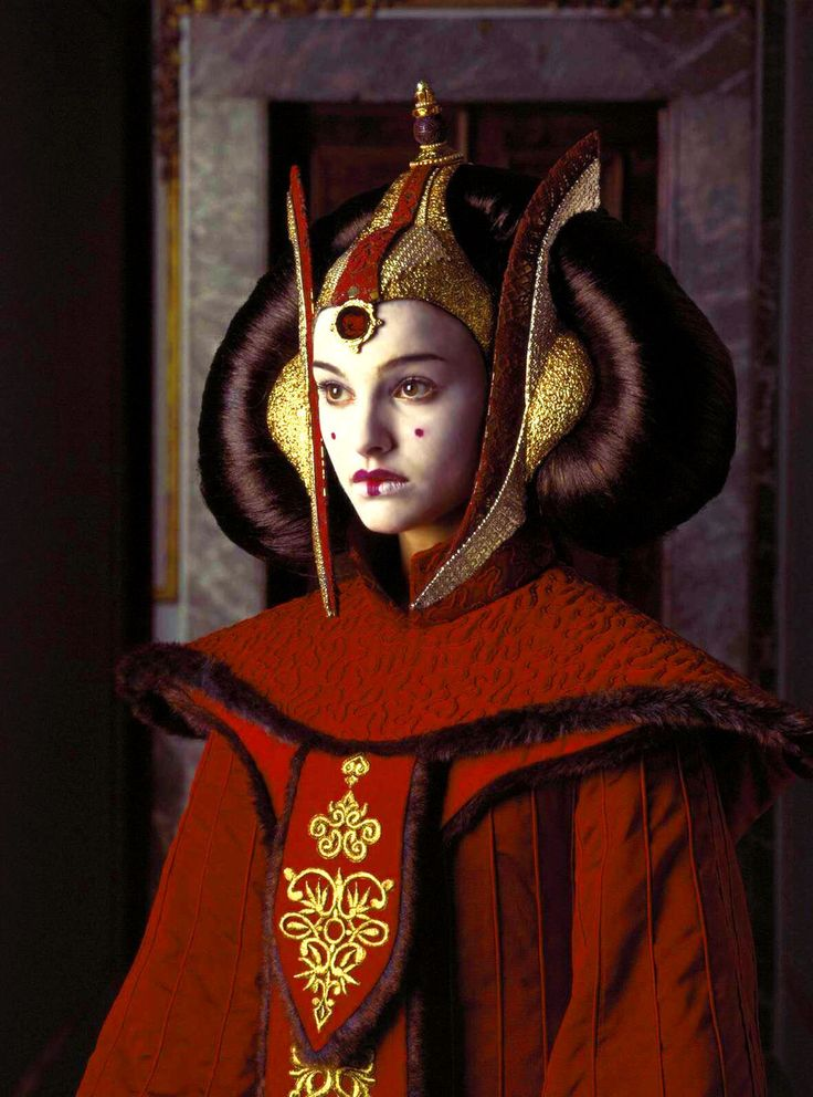 Naboo royalty is known for their striking makeup. | Satisfy Your Star Wars Addiction By Drooling Over Queen Amidala's Costumes