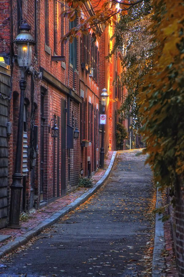 Sunset In Beacon Hill. I love Boston architecture! They are a bit obsessed with the color brown and all of its shades over there but still, it's amazing.