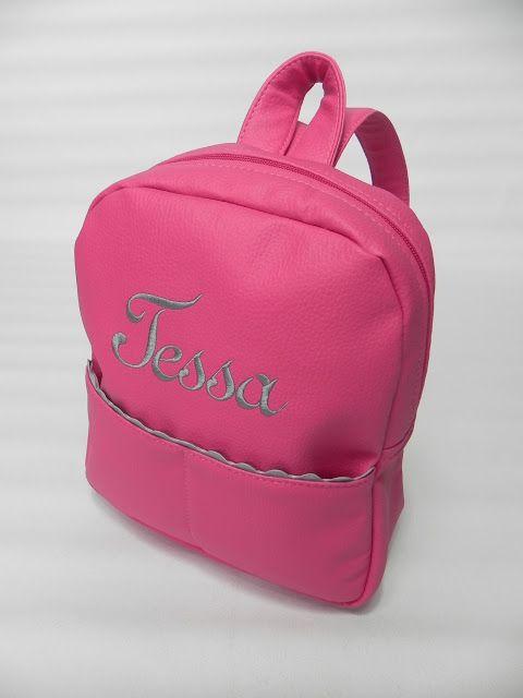 El conjunto de Tessa, una belleza! Contraste ideal de colores.  Bolso con formato redondeado, asa bandolera, bolsillos exteriores e interior...