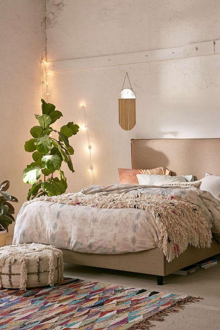 déco bohème plante pot idée tapis sol guirlande lumineuse
