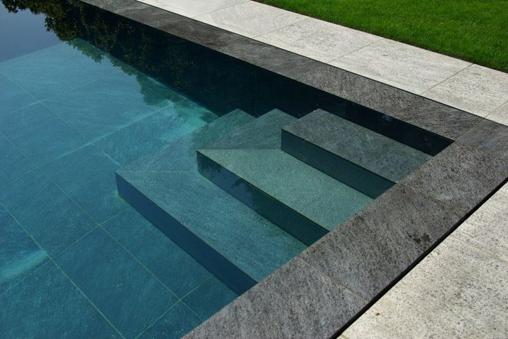 Escaliers piscine miroir piscine pinterest discover for Securite piscine miroir