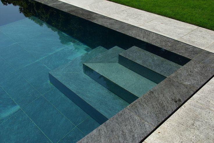escaliers piscine miroir