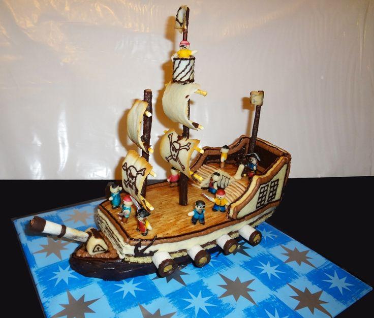bateau de pirate en gâteau. Pirate boat cake