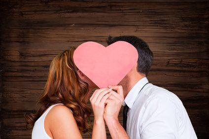 Mit diesem Test können Sie die 5 Anzeichen in seinem Verhaltens erkennen, ob er es ernst meint: Ist er in mich verliebt oder hält er mich nur warm?