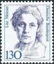 Lise Meitner:  física de formación, empezó una colaboración con el químico alemán Otto Hahn. A través del correo postal, Meitner guiaba a Hahn a través de los experimentos que condujeron al descubrimiento de la fisión nuclear. Hahn publicó los resultados sin incluir a Meitner como coautora, en principio por protegerla del panorama político. Pero el hecho es que al final él se quedó con todo el mérito y recibió el Premio Nobel de Química.