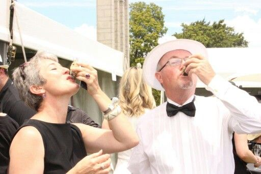 Oyster time at champagne festival