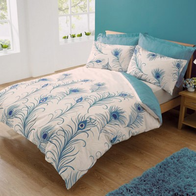 Ooooh, i like this bedding! It just needs some purple and gold pillows too.
