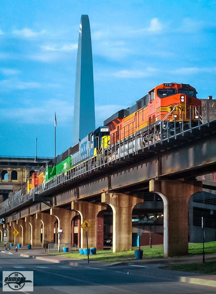 https://flic.kr/p/XC6Vrh | Northbound BNSF High Priority Manifest Train at St. Louis, MO | A rainbow consist leads BNSF Train H TULGAL1 22A moves up TRRA High Line above the Mississippi Riverfront, under the Eads Bridge, and past the Gateway Arch.  I miss some of the colorful consists that used to pop up in those days, but they're harder to find on mainline trains now.  Locomotives: BNSF 7714, CSXT 8711, BNSF 8704, BNSF 515, BNSF 9239  4-23-06 St. Louis, MO