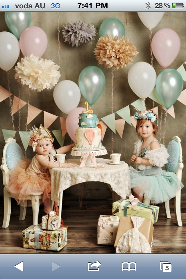 Omg i just passed out!!! Girls vintage birthday party shoot