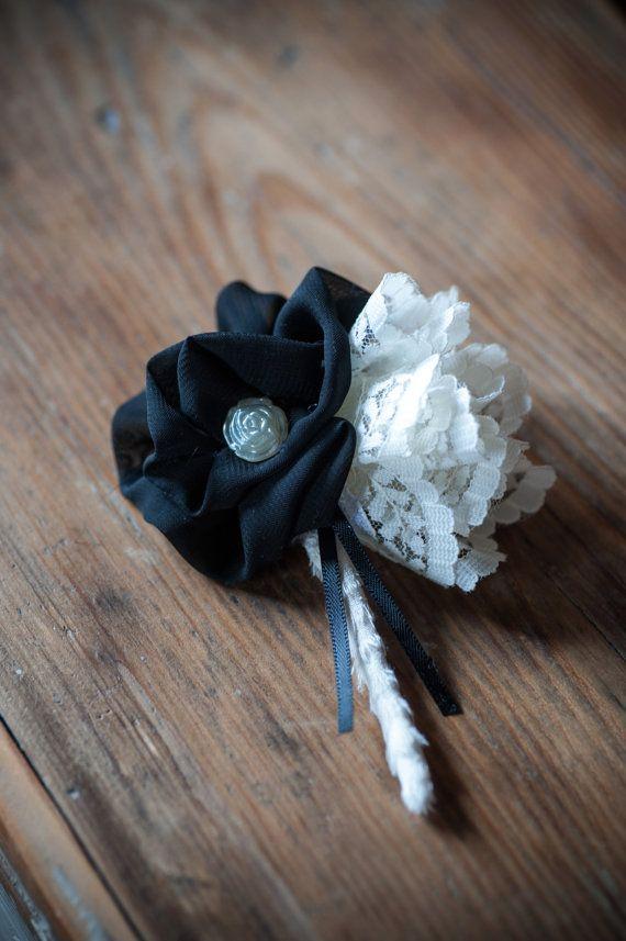 Fiore all'occhiello dello sposo di TheVintageBouquetAUS su Etsy