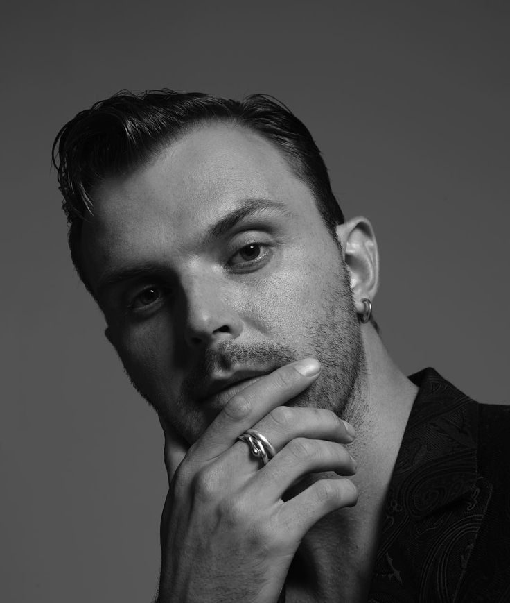 "Theo Hutchcraft (@theohurts) on Instagram: ""Outtake. @michael_smits @musikexpress_magazin"""
