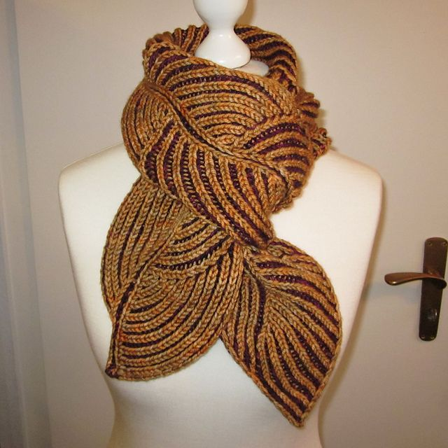 Knitting With Two Colors Carrying Yarn : Two color brioche leaf scarf what a tangled web we weave