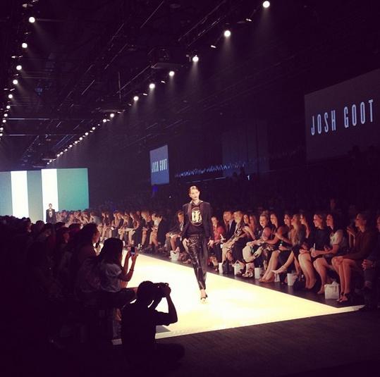 Full house as L'Oreal Paris Runway 01 presented by @vogueaustralia gets underway. #lmffnow @L'Oréal Paris