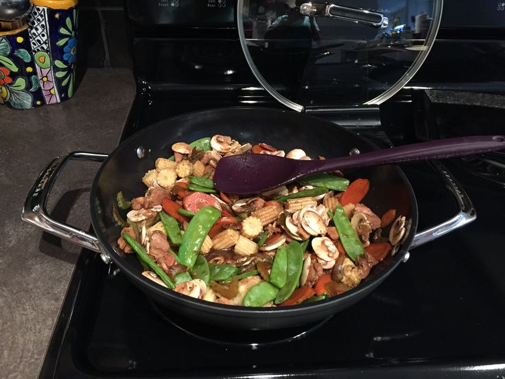 I am so in love with our Epicure Wok  Chicken stir fry tonight in 20 minutes  #minimomkay #epicure