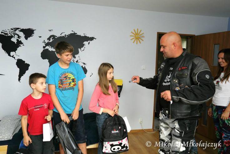 Dzieci dostały wyposażenie do szkoły i upominki od Małopolskiego Choppres Clubu :)  Jeden z członków jest również członkiem Pięknych Aniołów :)