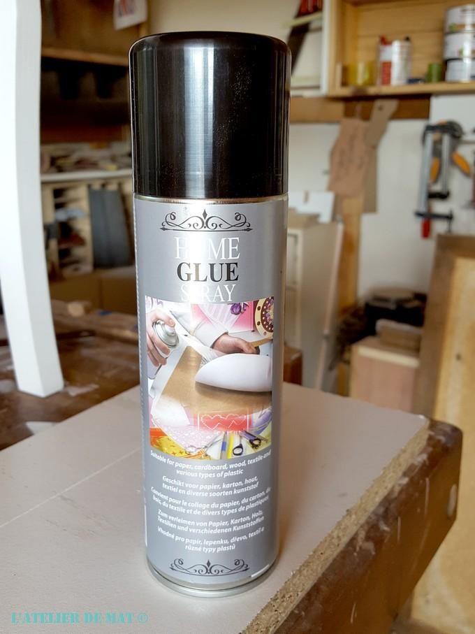 Une Table Basse Et Un Pochoir Cafe De Paris L Atelier De Mat Peinture De Meubles En Spray Patiner Un Meuble Lunettes De Securite