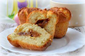 Очень вкусные кексы, с простым составом. У них тающая во рту текстура, а сюрприз в виде начинки из сгущенки ни оставит никого равнодушны...