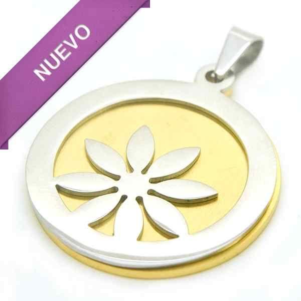 Joyas de Acero-Colgantes-PA0315. Fondo dorado y sobre esté una placa calada en forma de flor, diámetro 3,5 cm