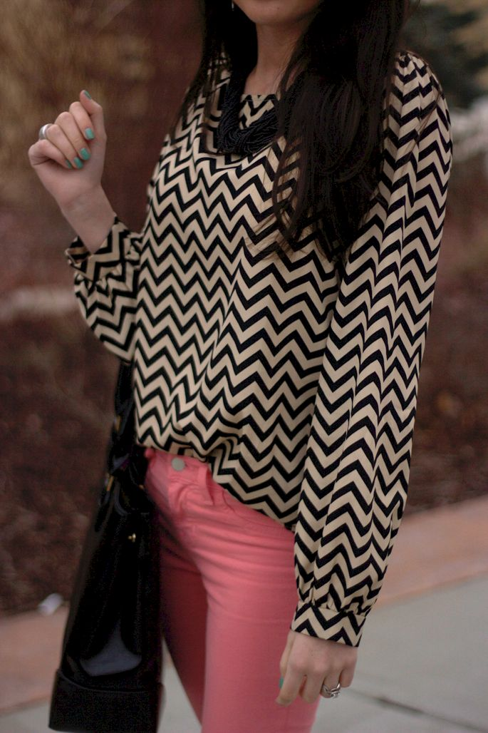 OMG. Probably one of my favorites! Chevron chiffon and pale peach skinnies, black string necklace, and teal nail polish- love it.