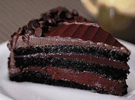 cloud: Receita de Bolo sedução de chocolate - bolo, faça a mousse. Bata as claras em neve e reserve. No liquidificador bata os demais ingredientes, coloque por último a gelatina hidratada...