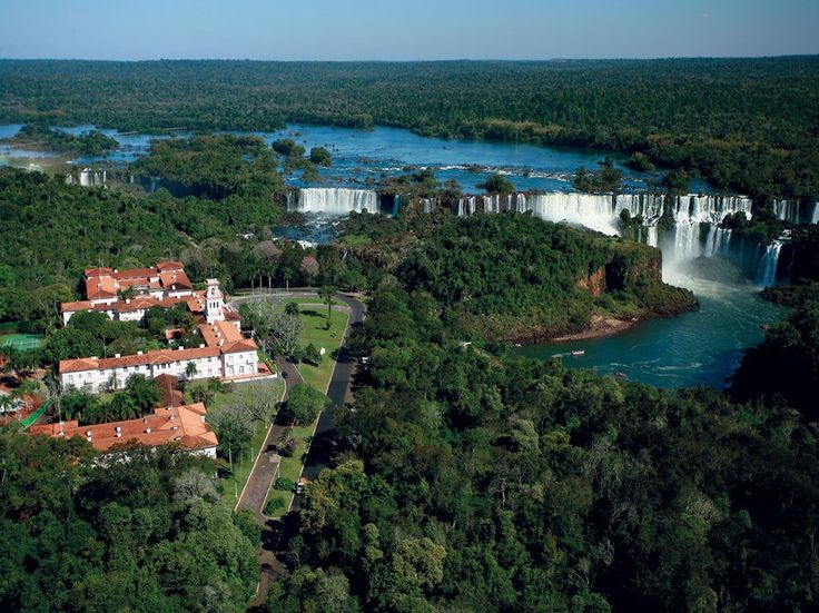 Readers' Rating: 89.137The only hotel within Brazil's Iguazu National Park, Das Cataratas is a Portuguese colonial–style building painted pink and white, with a spacious pool and spa. The hotel's lawns slope down to a splendid lookout over Iguazu Falls, its sound and fury overpowering. Activities include helicopter and boat tours.